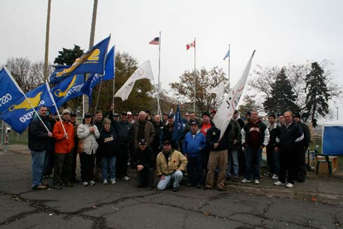 CURC's Hamilton-Burlington-Oakville Area Council joined a number of other unions for a solidarity picket with members of Steelworkers Local 1005 in Hamilton in November. The Steelworkers have been locked out by management at US Steel.